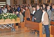 La bara in chiesa (arcivio)