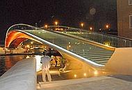 Il ponte di calatrava di notte (archivio)