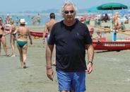 Flavio Briatore, fra le sue varie attività è anche socio di uno stabilimento balneare a Marina di Pietrasanta, al confine con Forte dei Marmi.