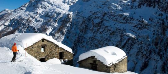 Collisione tra un elicottero e un aereo da turismo in Val d'Aosta: ci sono vittime