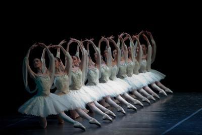 La Scuola di Ballo dell'Accademia della Scala in scena con Forsythe e Petipa