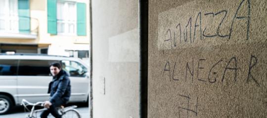 I due casi di razzismo che scuotono il dibattito pubblico in Italia