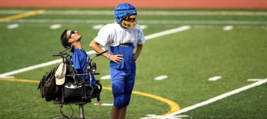 RobMendez, il coach senza gambe e braccia, è la nuova star dello sport Usa