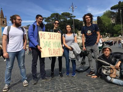 A Roma ragazzi in piazza con Greta: Siamo con te