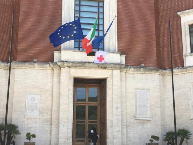 Croce Rossa Consegna Bandiera Al Comune Di Pescara Bari News Tv