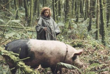 Léa Seydoux ropes a pig that once have been a person