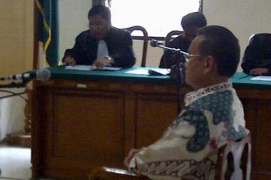 Indonesia: Sragen regent acquitted of corruption charges