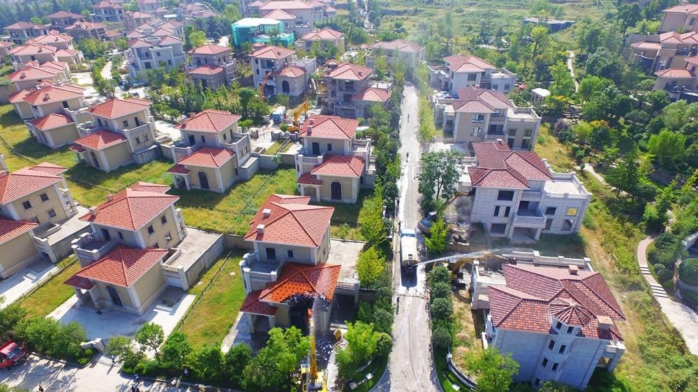 2,000 illegal villas