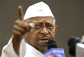 India: Anna Hazare breaks fast, to form party for 'cleaning system'
