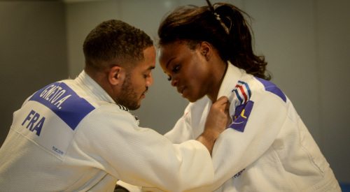 Astride, here in training with Kevin Nanor, Priscilla's companion.  Twice winner of the European Cup Seniors (in 2016 and 2017), the judoka is a sacred sparring partner for the young Porto-Vecchiaise.  - Photo Hervé Mela