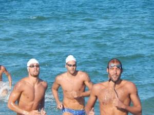 Fiontana, Sanna e Pinotti a corsa nuoto tavola (foto Romanenghi)