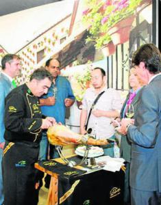 París acoge una degustación del jamón DOP Los Pedroches