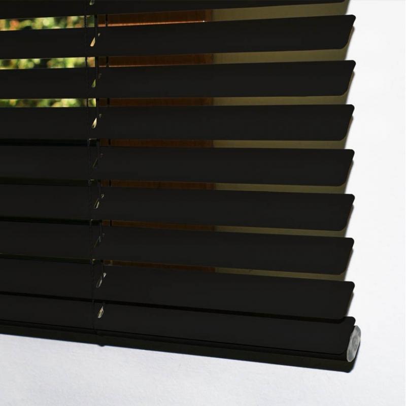 cortina veneciana de aluminio color negro