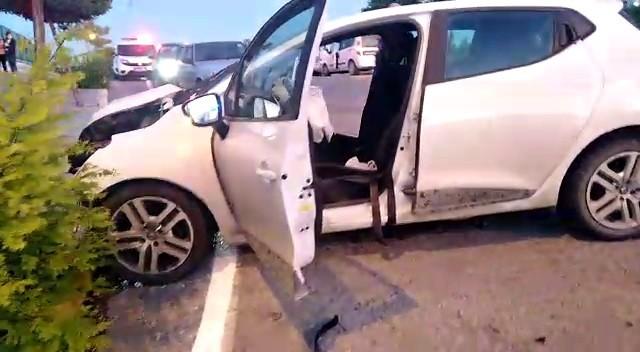Freni boşalan kamyon otomobile çarptı: 5 yaralı