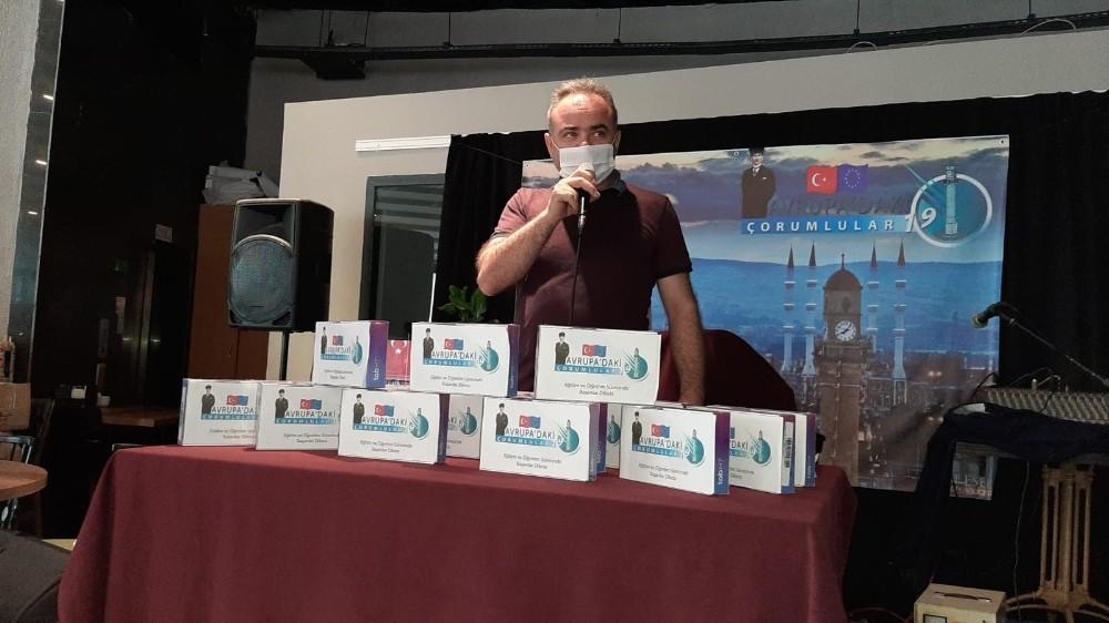 Avrupa'da yaşayan Çorumlulardan 19 öğrenciye tablet hediye