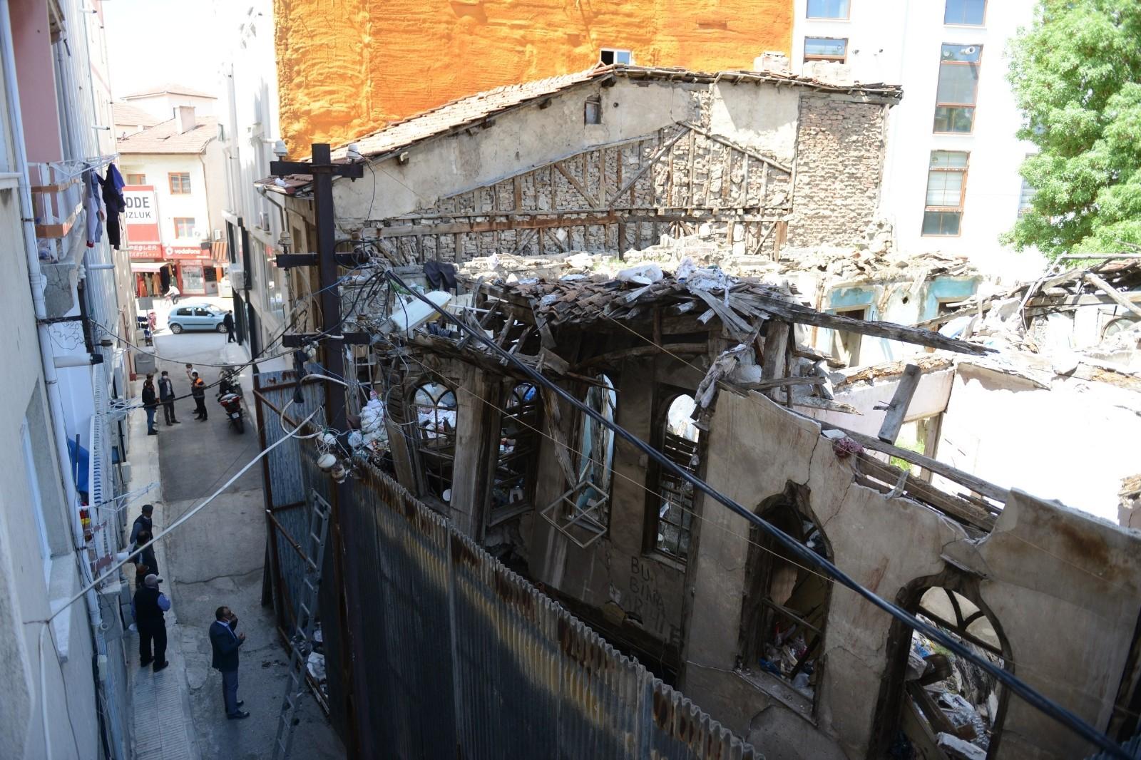 Çorum'da tarihi binayı çöp eve çevirdiler