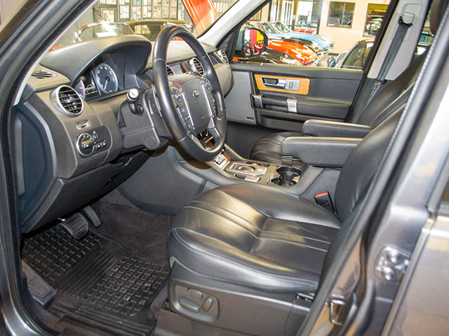 2016 gray land rover lr4 interior