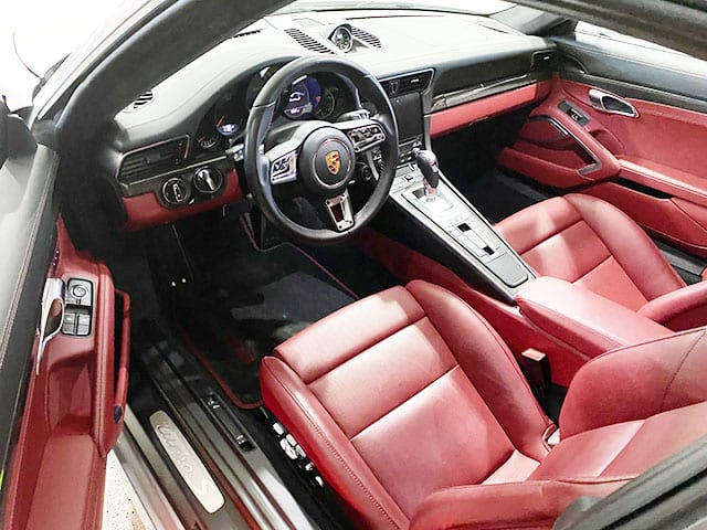2018 porsche 911 turbo s interior