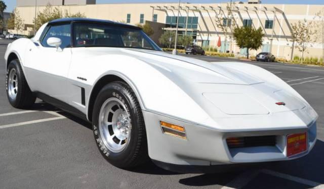 1982 white silver corvette coupe 5