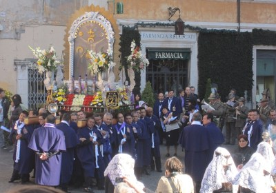 Procession to the Santa Maria in Trastevere by Rome's Latin-American community, 16 October 2011.