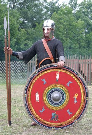 A re-enactor of a Roman soldier of the 4th century (photo: Medium69, CC BY-SA 3.0 license).