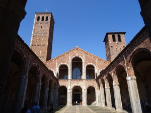The Sant'Ambrogio and Anspert's atrium.