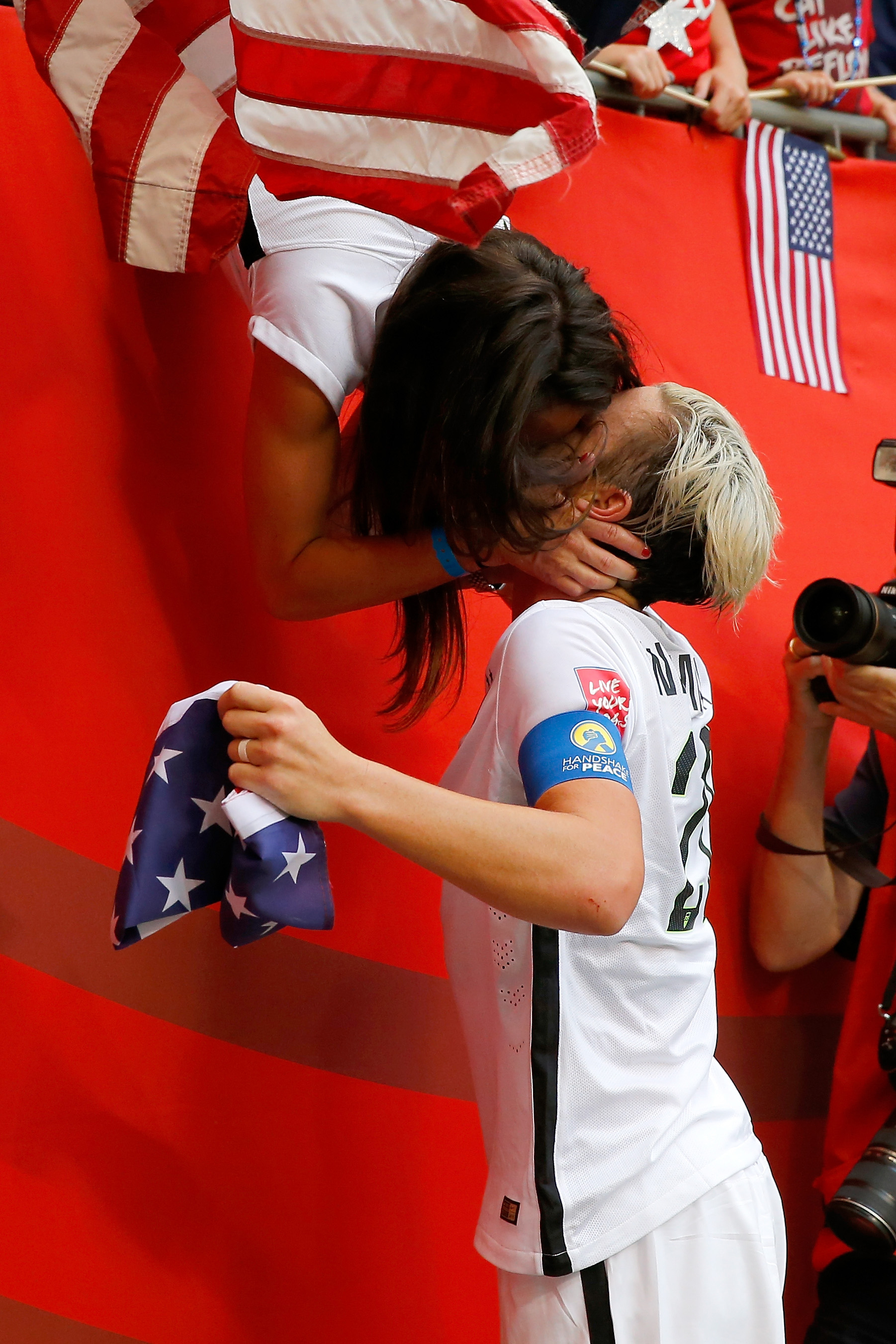 2 way kiss line dance 2001 dodge radio wiring diagram us soccer star abby wambach melted everyone 39s hearts when