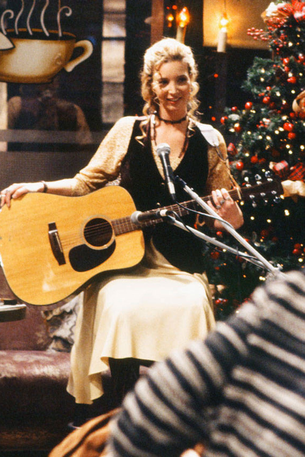 Phoebe Buffay Friends Fashion  Phoebe Buffays Best Fashion Moments on Friends
