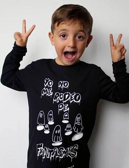 "Camiseta manga larga para chicos ""Yo no me rodeo de fantasmas"""