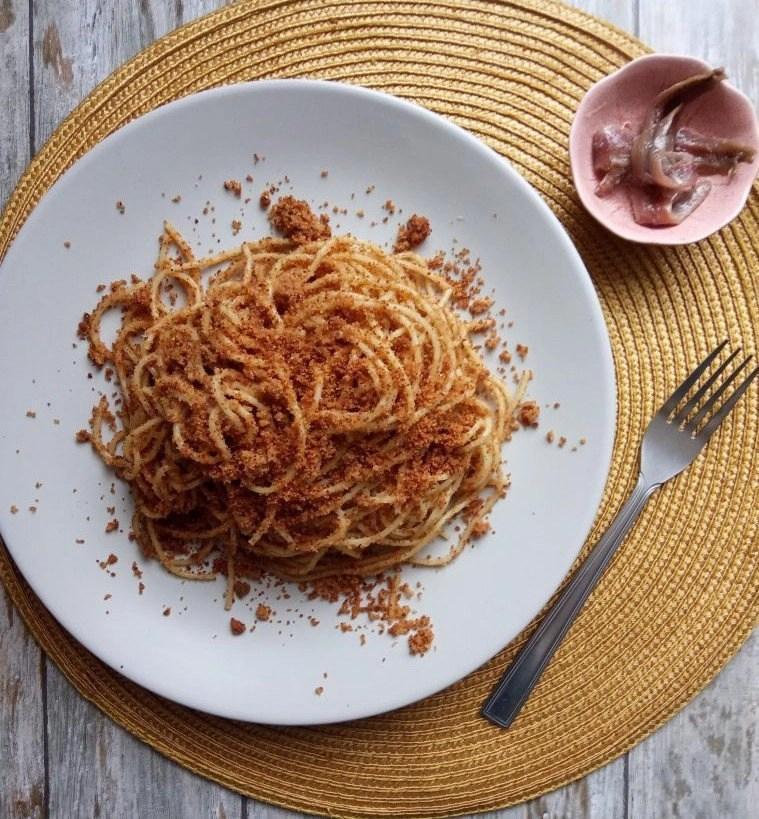 Pasta Siciliana con acciughe e pangrattato