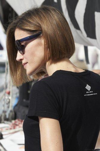 Letizia camiseta Kafka detras
