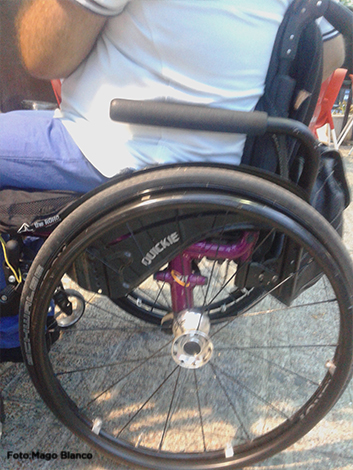 I.R minusválido en silla de ruedas.