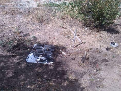 """Imagen del después, en la imagen se puede identificar la """"cruz"""" que vemos en la 1ª imagen  que mostramos, así como los tiestos vacios y la pequeña planta que había allí"""