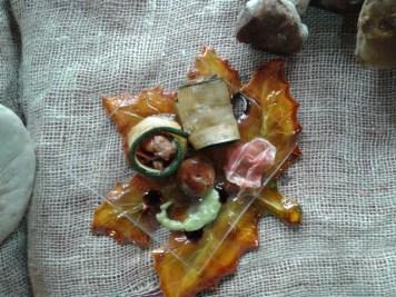 Rollo de calabacín con níscalos al ajillo
