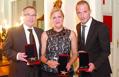 La familia García Llorente galardonada con las tres Estrellas de Oro del Instituto de la Excelencia .profesional