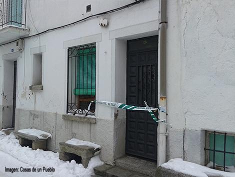 La vivienda permanece precintada por Guardia Civil, en espera a saber las circunstancias del suceso