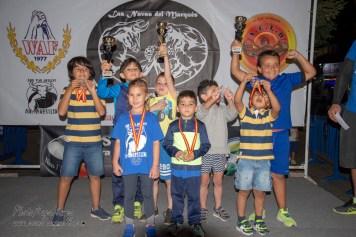 podium de los 8 luchadores de -10 años