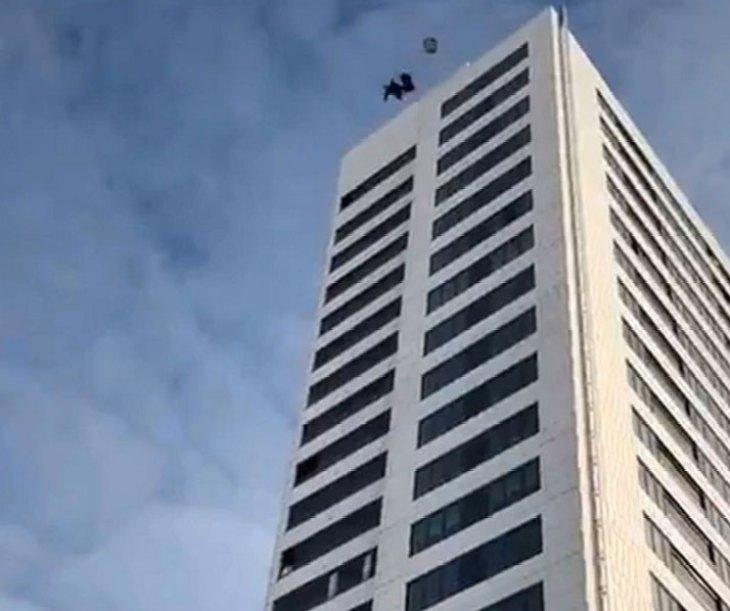 Salto base desde un edificio