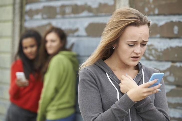 Hoy en día el bullying también puede llevarse a cabo a través de las redes sociales