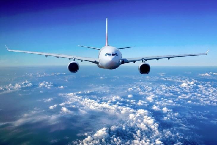 Avión en pleno vuelo