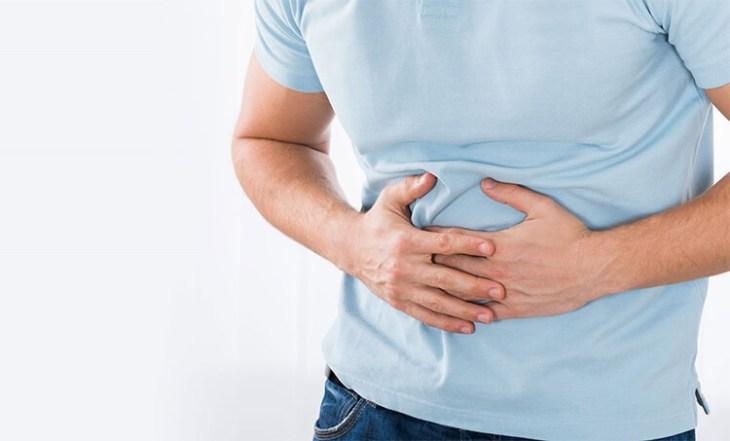 Uno de los síntomas de esta enfermedad es el dolor abdominal.