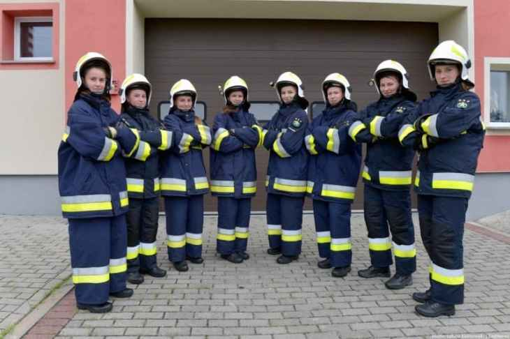 En el pueblo las chicas prefieren ser bomberos