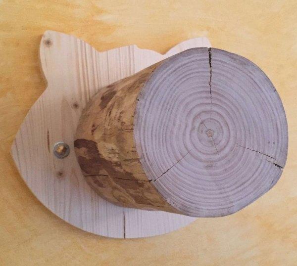 gradino con base sagomata - particolare del tronco in massello di castagno