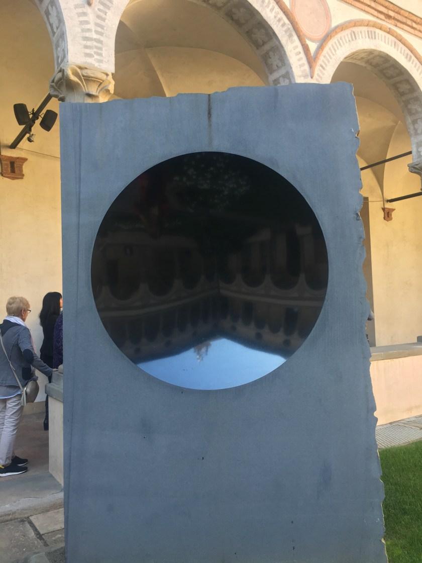 Untitled di Anish Kapoor nel Chiostro di Santa Marta a Bergamo