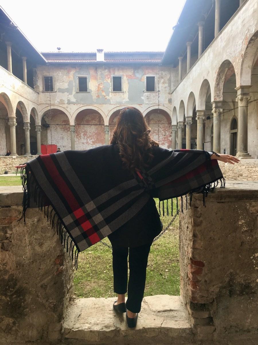 Entrare nel Monastero del Carmine, in Città Alta, contenitore culturale pieno di fascino.