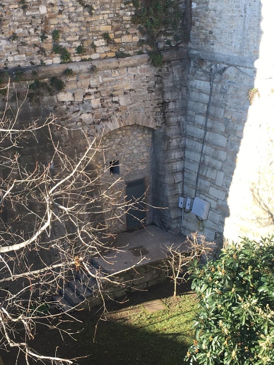 Entrare nell'ex caveau della Banca d'Italia sotto Porta San Giacomo