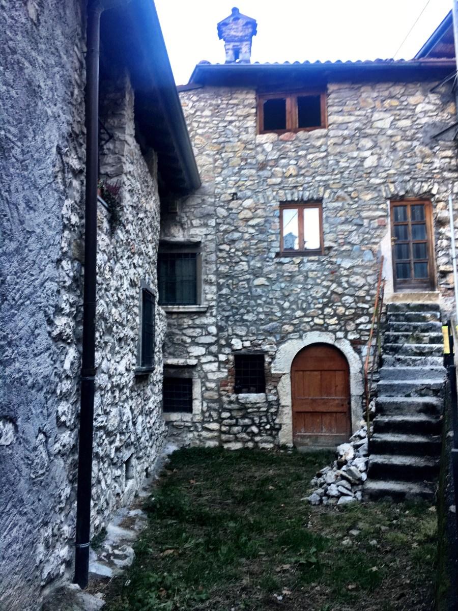 Passeggiare nell'antico borgo medievale di Olera e ritrovarsi immersi in un altro tempo