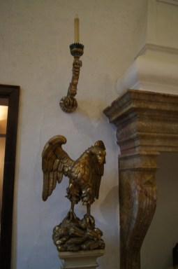 Aquila in legno scolpita