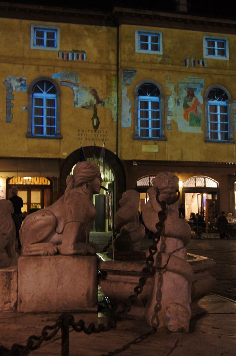 Incontrare Bramante a Bergamo ammirando i palazzi di Città Alta a colori