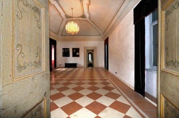 Villa dei tasso salone con quadri Moroni